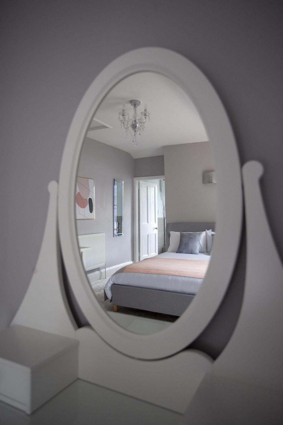 Mirror in Jersey House Cheltenham Picture Perfect Holidays